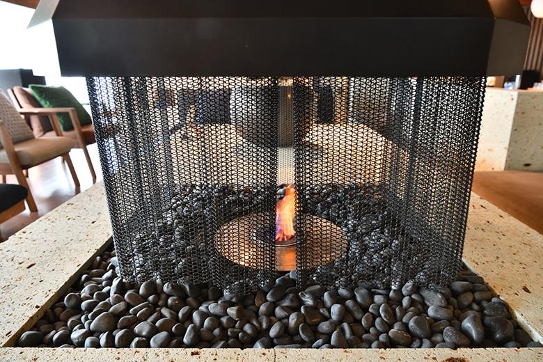 火が付いた状態、金網は熱にも強い