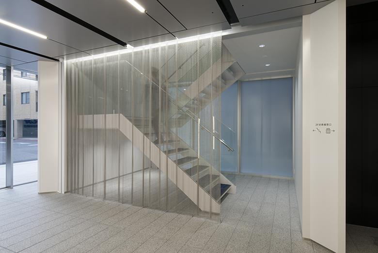 テナントビル エントランス Bタイプ金網のカーテン